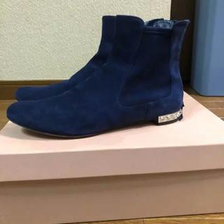 ミュウミュウ(miumiu)のmiu miu ビジュー付きスウェードブーツ(ブーツ)