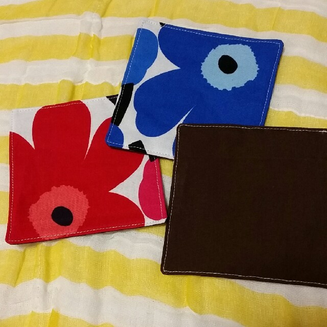 marimekko(マリメッコ)のマリメッコ コースター 3枚セット ハンドメイドの生活雑貨(キッチン小物)の商品写真