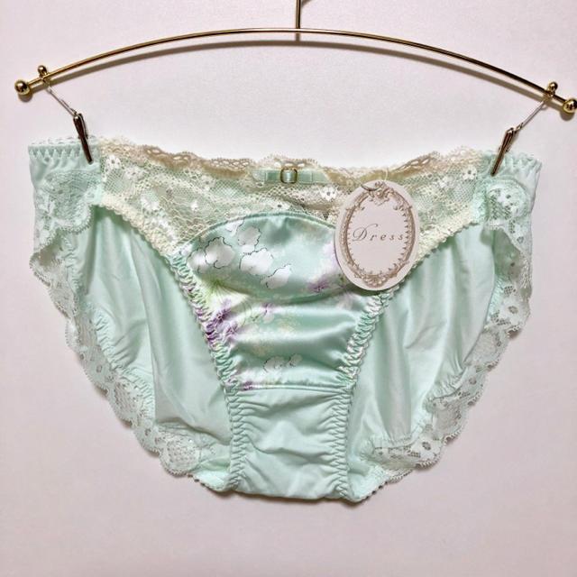 Triumph(トリンプ)のトリンプ  Dress Fluffy fleur ブラ&ショーツ レディースの下着/アンダーウェア(ブラ&ショーツセット)の商品写真