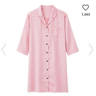 ジーユー(GU)のGU サテンパジャマ ワンピース ハート柄ピンク 未使用品(パジャマ)