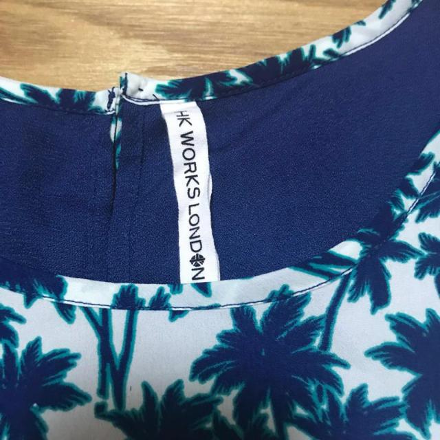 しまむら(シマムラ)のヤシの木柄 ノースリーブ トップス M 白 紺 レディースのトップス(カットソー(半袖/袖なし))の商品写真