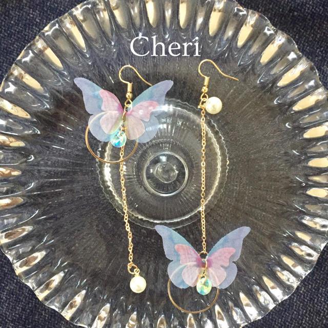 dholic(ディーホリック)のひらり蝶々ピアス レディースのアクセサリー(ピアス)の商品写真