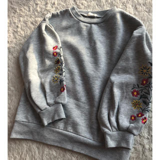 ジーユー(GU)のトレーナー スウェット花柄 刺繍(Tシャツ/カットソー)