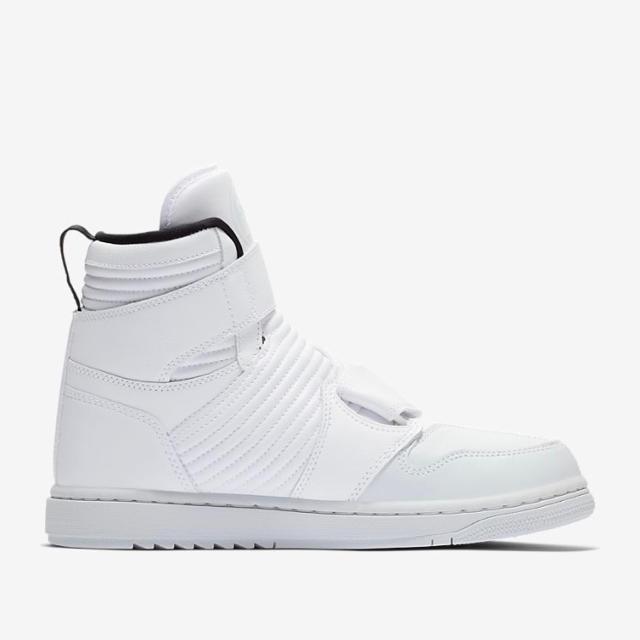 NIKE(ナイキ)の限定 NIKE エアジョーダン1 モト 28.5cm ゲリラ販売品 メンズの靴/シューズ(スニーカー)の商品写真