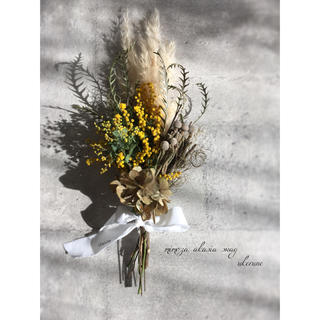 パンパスグラスとミモザの春に包まれる優しいアンティークスワッグ ドライフラワー(ドライフラワー)
