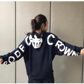 ロデオクラウンズワイドボウル(RODEO CROWNS WIDE BOWL)の人気完売✩RODEO CROWNS✩RCWB✩バックビックロゴパーカー(パーカー)