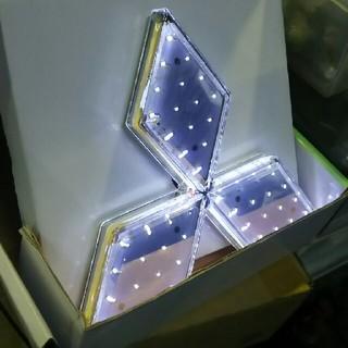 三菱 エンブレム LED ふそう スリーダイヤ ホワイト(トラック・バス用品)