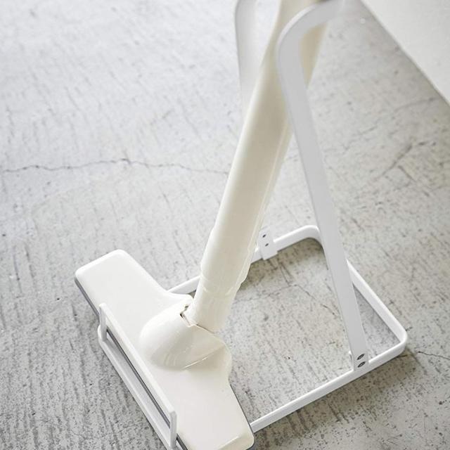 クリーナースタンド スティッククリーナースタンド 掃除機たて プレート ホワイト スマホ/家電/カメラの生活家電(掃除機)の商品写真