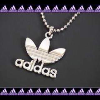 アディダス(adidas)の★でかメタルロゴネックレス★シルバー(ネックレス)