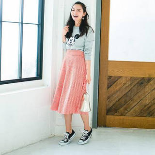 ジーユー(GU)のフレアミディスカート ギンガムチェック オレンジ(ひざ丈スカート)