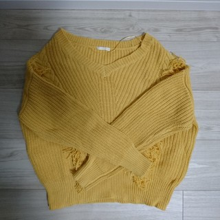 ジーユー(GU)のセーター ニット フリンジ イエロー(ニット/セーター)