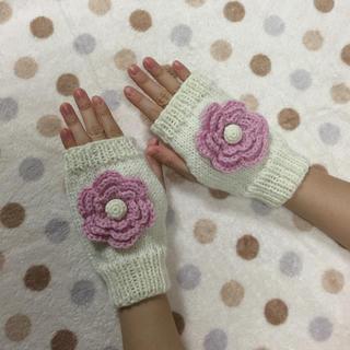手編み☆大きなお花のハンドウォーマー/白×ピンク(手袋)