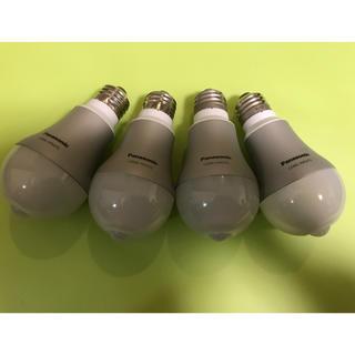 パナソニック(Panasonic)の人感センサー付きLED 4個セット パナソニック LDA6L-H/KU/TL(蛍光灯/電球)