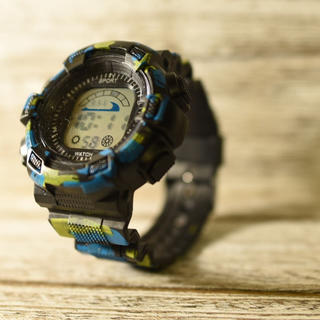 日本語説明付き☆新品送料込みNT迷彩カモフラ 防水キッズ子供用アウトドア腕時計(腕時計)