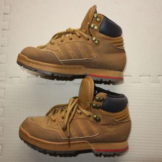 アディダス(adidas)のアディダス23.5cmミッドブーツ/スニーカー(スニーカー)
