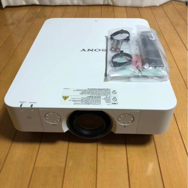 SONY(ソニー)のSONYデータプロジェクター VPL-FHZ55【ホワイト&グレー】① スマホ/家電/カメラのテレビ/映像機器(プロジェクター)の商品写真