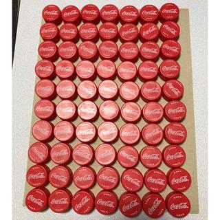 コカコーラ(コカ・コーラ)のペットボトルキャップ 赤系 70個(各種パーツ)