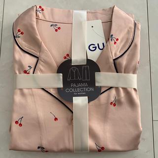 ジーユー(GU)のGU ジーユー サテン チェリー柄 パジャマ 新品 L ピンク(パジャマ)