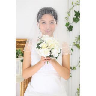 日本製 シンプルなウエディングベール*サークル*ショート*コーム無し(ウェディングドレス)