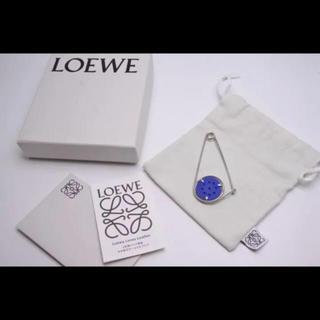 ロエベ(LOEWE)の美品 ロエベ 18AW メカノピン シルバー ブルー 箱付き ユニセックス(その他)