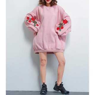 ジーユー(GU)のオーバーサイズスウェット♡ ひじ刺繍入り ワンサイズ ピンク(トレーナー/スウェット)