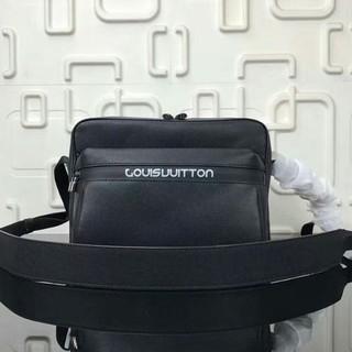 ルイヴィトン(LOUIS VUITTON)のLV ショルダーバッグ ブラック(ショルダーバッグ)