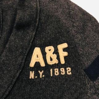 アバクロンビーアンドフィッチ(Abercrombie&Fitch)のAbercrombie & Fitch AFロゴカーディガン(カーディガン)