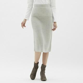 ジーユー(GU)のGU ラメニットスカート シルバー M(ひざ丈スカート)
