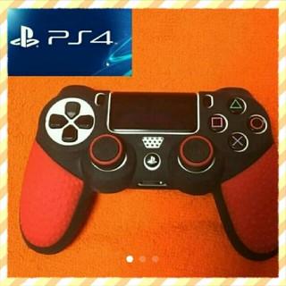 ★【PS4】ゲーミングコントローラー風 コントローラーカバー+スティックカバー赤(家庭用ゲームソフト)