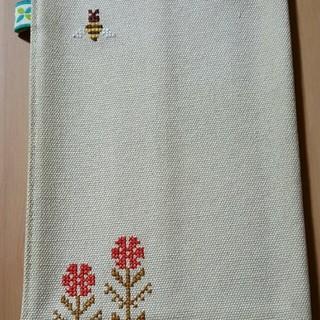 お花と蜂の可愛いブックカバー   ベージュ(ブックカバー)