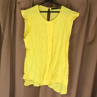 ザラ(ZARA)のザラ イエロートップス Lサイズ 黄色(シャツ/ブラウス(半袖/袖なし))