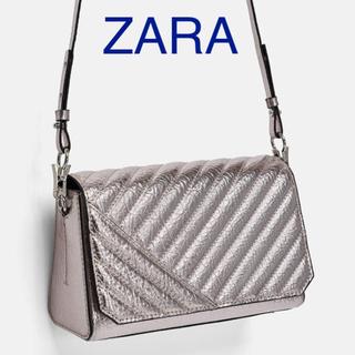 ザラ(ZARA)の【タグ付き新品】ザラ メタリック シルバー ボディバッグ(ショルダーバッグ)