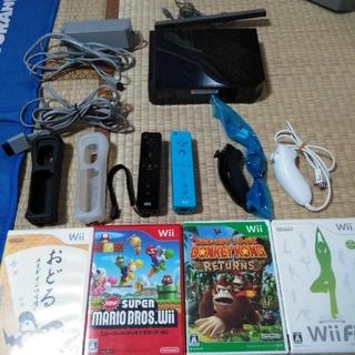 ウィー(Wii)のwii本体一式+マリオカートなどソフト5点!!(家庭用ゲーム本体)