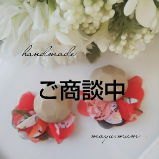 ベージュカボション☆ヒラヒラタッセル(ピアス)