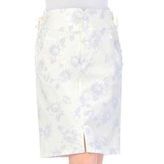 リズリサ(LIZ LISA)のLIZ LISA☆新品♪両サイドリボンレースアップ*マーガレット柄タイトスカート(ひざ丈スカート)