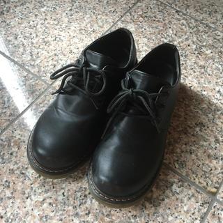イーハイフンワールドギャラリー(E hyphen world gallery)のスリーホール風シューズ(ローファー/革靴)