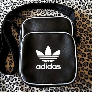 アディダス(adidas)のadidas  ショルダーバッグ  ブラック(ショルダーバッグ)