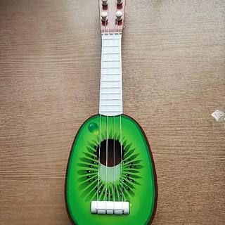 キュウイウクレレ(楽器のおもちゃ)