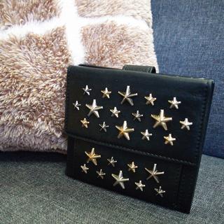 ジミーチュウ(JIMMY CHOO)の☆正規品☆ジミーチュウ 折りたたみ財布 星スタッズ フィリッパ 黒 バッグ 財布(財布)