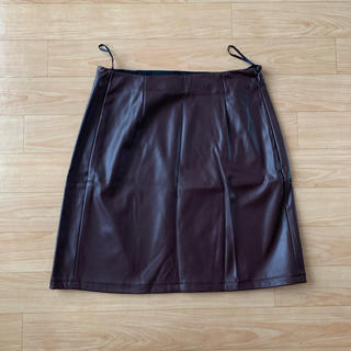 ジーユー(GU)の新品未使用 GU レザースカート(ひざ丈スカート)