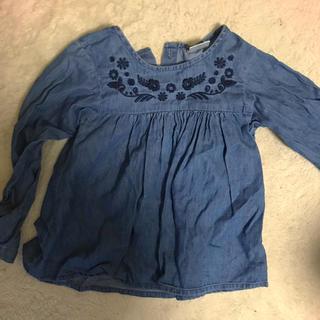 ザラ(ZARA)の刺繍デニムシャツ(Tシャツ/カットソー)