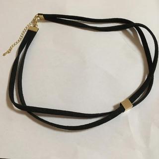 ジーユー(GU)のGU ゴールドモチーフ付き 2連 黒ベロアチョーカー(ネックレス)