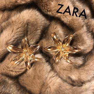ザラ(ZARA)のzara フラワーピアス(ピアス)