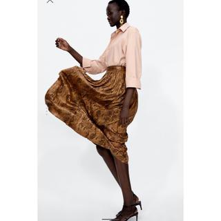 ザラ(ZARA)のZARA 新品 スネークスキン柄プリーツスカート(ひざ丈スカート)