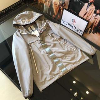 モンクレール(MONCLER)の美品Monclerダスターコートジャケット/灰色の(トレンチコート)