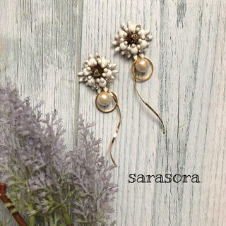 359 white flower×pearl earrings(ピアス)