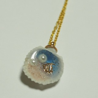貝の中の海ネックレス(魚)(ネックレス)