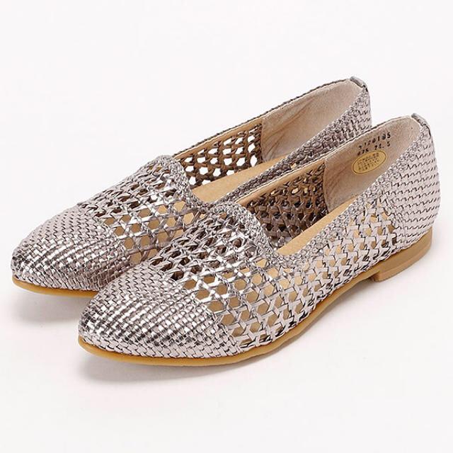 cavacava(サヴァサヴァ)の新品♡定価15,120円 cavacava フラットシューズ ガンメタカラー レディースの靴/シューズ(ハイヒール/パンプス)の商品写真