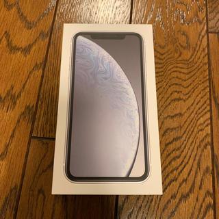 アップル(Apple)のiPhone XR 64G   ホワイト au新品未使用simロック解除可能(スマートフォン本体)