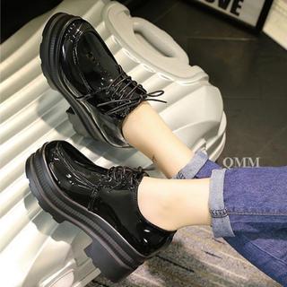 厚底 レディースブーツ ローファー レースアップ エナメル調 新品未使用 黒(ローファー/革靴)